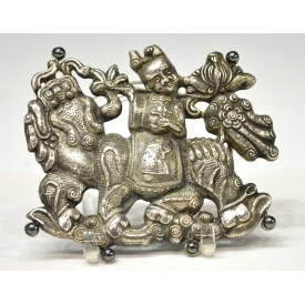 CHINESE FIGURAL REPOUSSE SILVER BELT BUCKLE