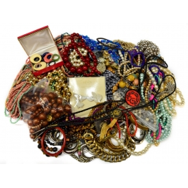 HUGE COLLECTION VINTAGE COSTUME & JUNK JEWELRY
