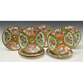 (8) CHINESE EXPORT ROSE MEDALLION PORCELAIN PLATES