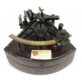 ANTIQUE SEXTANT IN DOVETAILED CASE