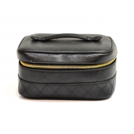 CHANEL BLACK LEATHER QUILTED COSMETIC BAG