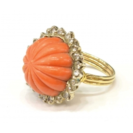 LADIES 18KT GOLD, RED CORAL & DIAMOND ESTATE RING