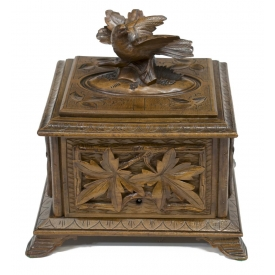 BLACK FOREST RELIEF CARVED BIRD & LEAVES TABLE BOX