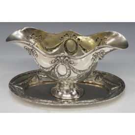 GERMAN 800 SILVER REPOUSSE SAUCE BOAT & UNDERPLATE